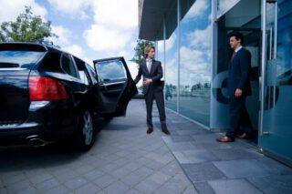 Chauffeursdiensten Nederland met klant