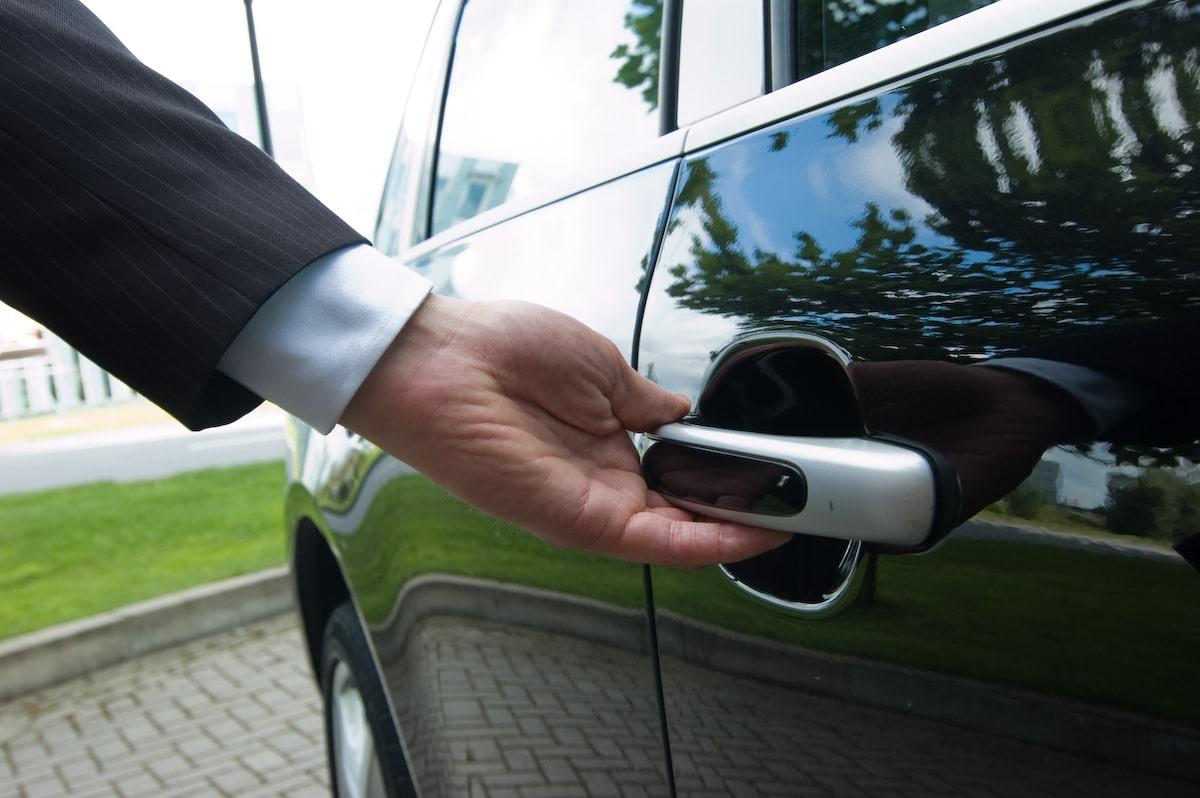 service chauffeur - deur voor u open doen